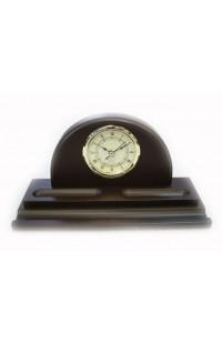 Деревянные часы с подставкой для ручки.