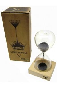 Оригинальные песочные часы с магнитными кристаллами.